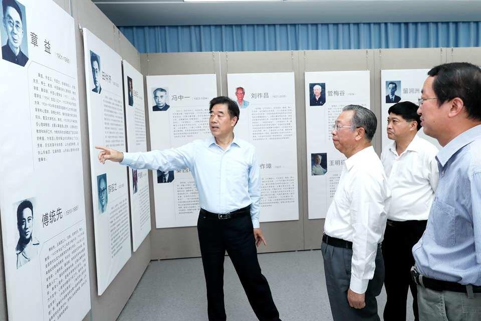 刘家义到山东师范大学看望慰问教师并召开座谈会