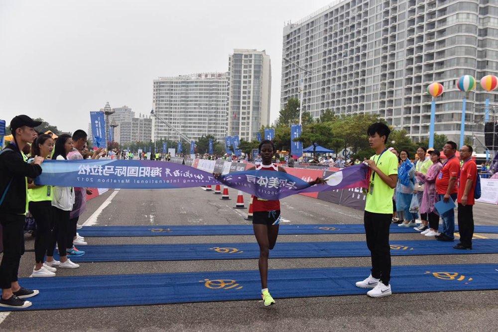 冲线!2017仙境海岸海阳国际马拉松女子半程三甲出炉