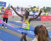 独家跟拍:2017海阳国际马拉松男子全程冠军的夺冠之路