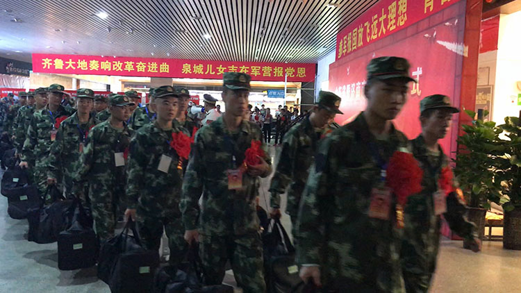 山东省暨济南市欢送新兵入伍仪式举行