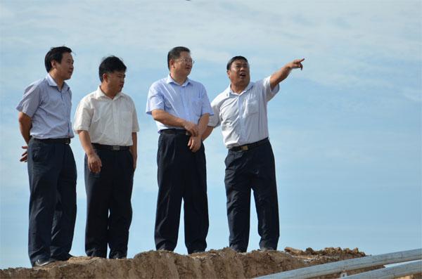 彭小毛到禹城看望派驻第一书记 村支部要引领农业规模经营