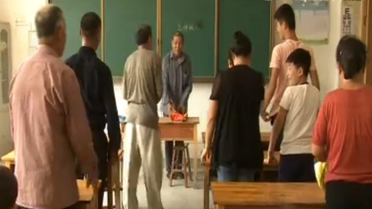 73秒丨72岁山村教师重返讲台:经常梦在教室里上课