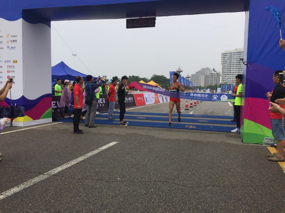 专访丨海马半程男子冠军大赞美丽赛道 透露刚跑完全运会