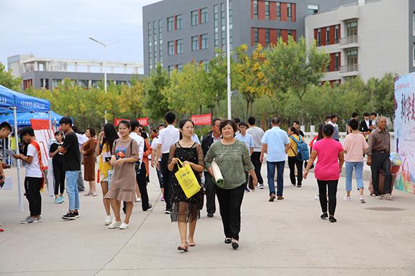 潍坊职业学院迎来6000余名新生学技能练本领