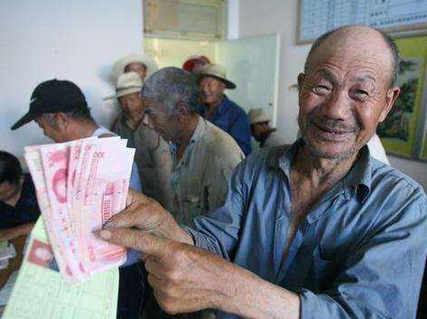 青岛确定特困人员救助标准 农村特困人员每月可拿990元