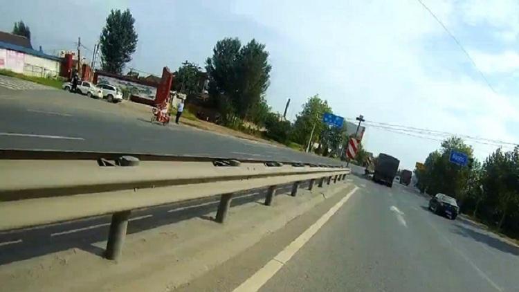 29秒丨滨州男子过马路被撞,死亡二十多天身份未确认