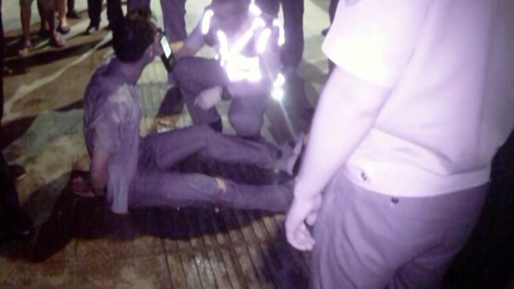 32秒丨酒驾司机狂奔跳海躲交警:真没喝酒,看着你们害怕