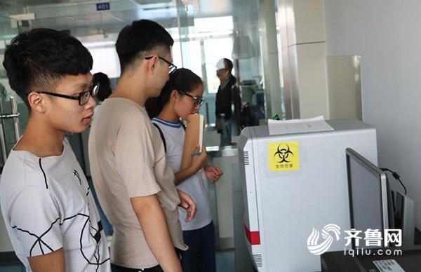 德州大学生走进检验检疫实验室 围观瘦肉精检测全流程