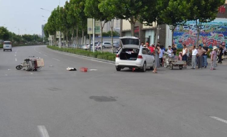 济宁女子骑三轮车横穿马路被撞身亡仍担责,因未做这一点