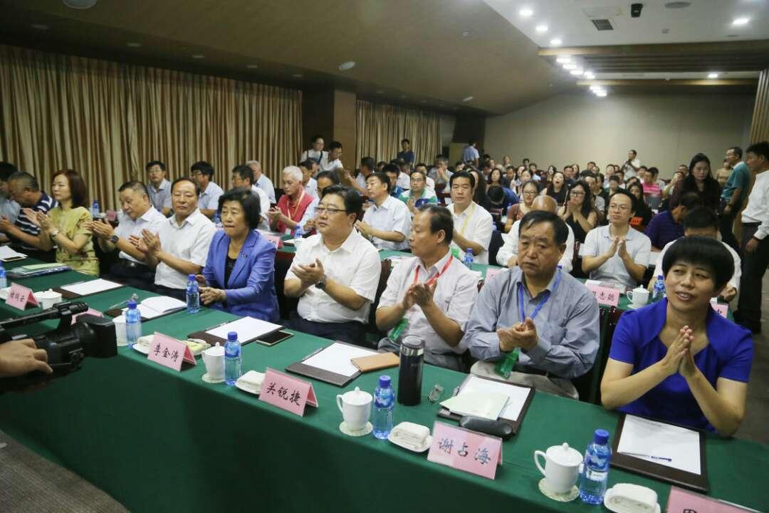 首届全国桃业发展论坛在烟台举行