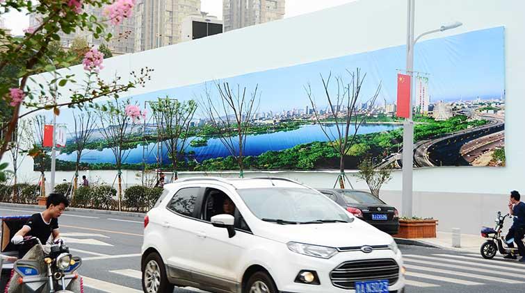 """山师东路新变化!40米长幅""""画卷""""一步一景"""