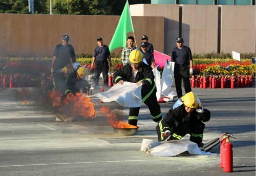 企业进学校推销灭火毯被举报 淄博消防当场判定不合格
