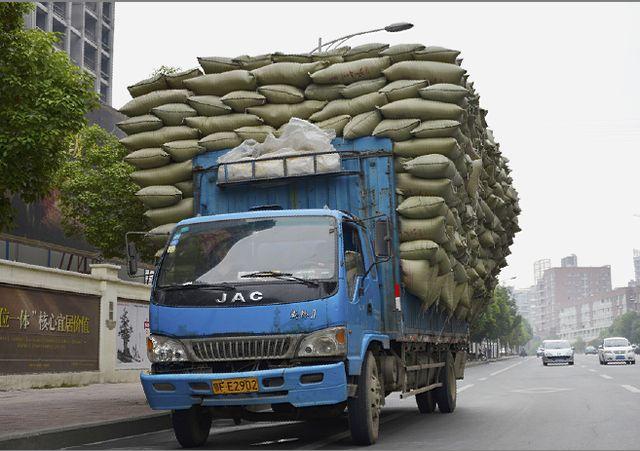 济宁开展治理超限超载夜查行动 查获超限200%以上货车10辆