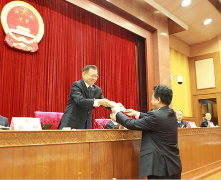 山东省十二届人大常委会第三十二次会议表决任命明春德为省监察厅厅长