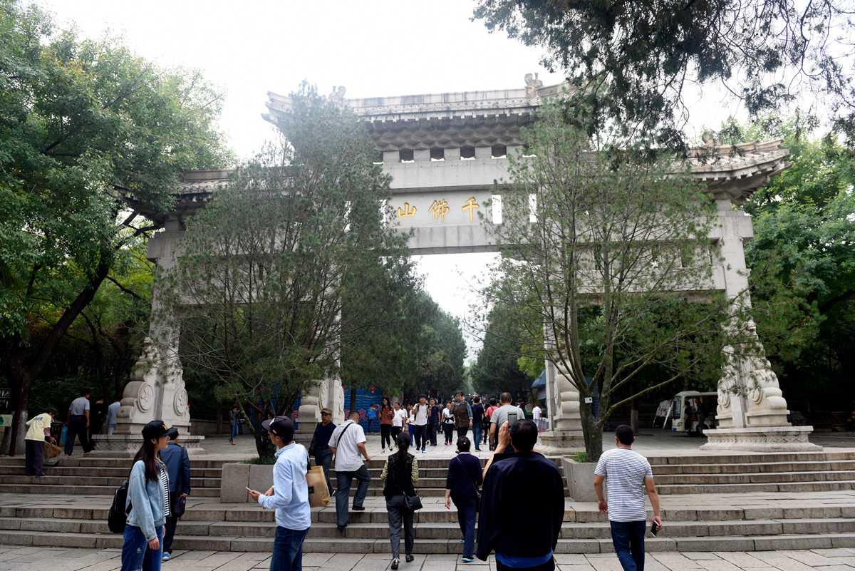 国庆假期首日:济南千佛山非遗高人秀绝技迎八方游客