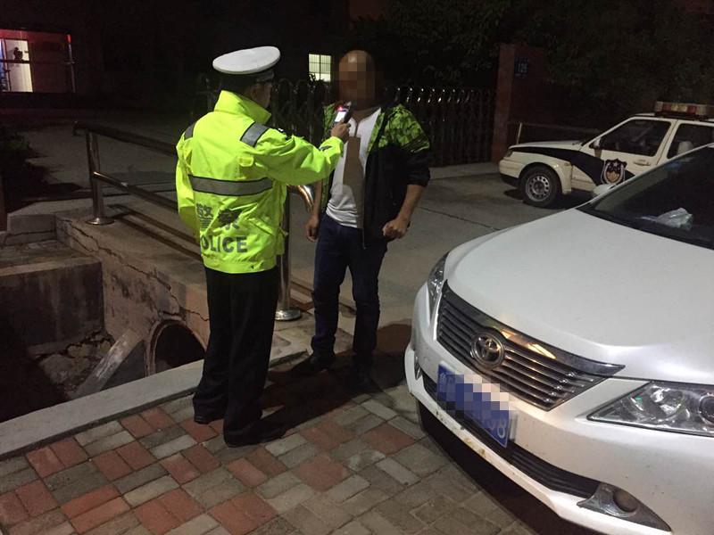 """""""任性""""司机连续两年国庆酒驾被抓 还伪造捡来驾照企图蒙混过关"""
