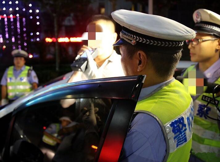 """青岛长假查获酒司机330人 查扣""""两客一危""""车辆613辆"""