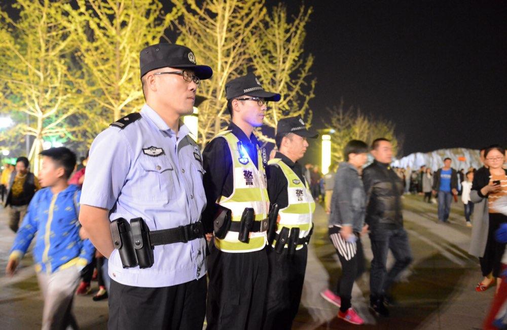 """淄博3000余名警力屯警街面 保障""""双节""""社会治安"""