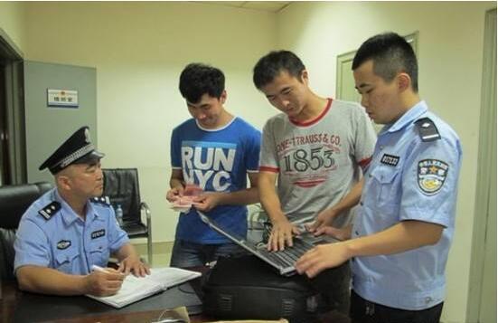 济南民警送回装着14000元的钱包,乘客才知进站丢了包