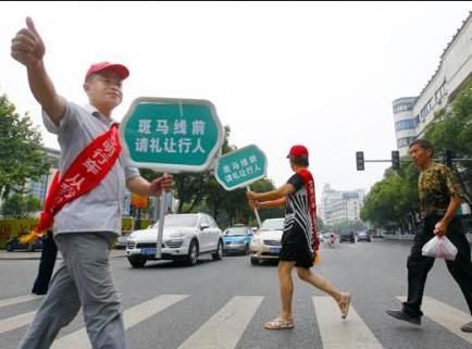 青岛曝光76起交通违法行为 过半因不礼让斑马线