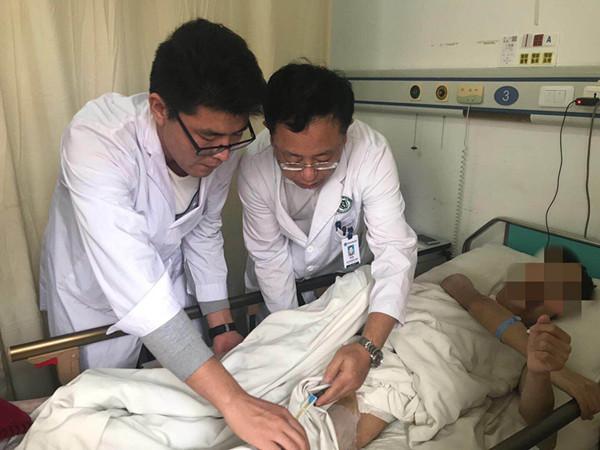 青岛小伙下班买晚饭被撞受重伤 仨手术团队接力抢救脱险