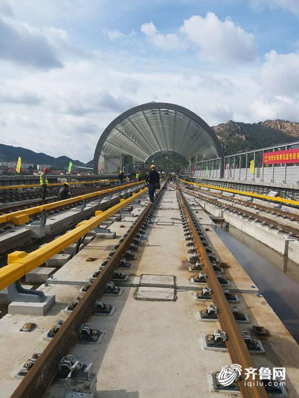 """青岛""""最美地铁""""11号线全线实现轨通 通车在即"""