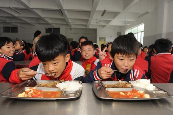 临沂涧头小学爱心厨房正式启用 500余名农村娃吃上热午餐