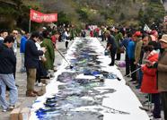 齐鲁艺术名家泰山之巅作长56米巨画喜迎十九大