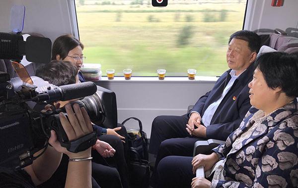 组图:山东省出席党的十九大代表抵京
