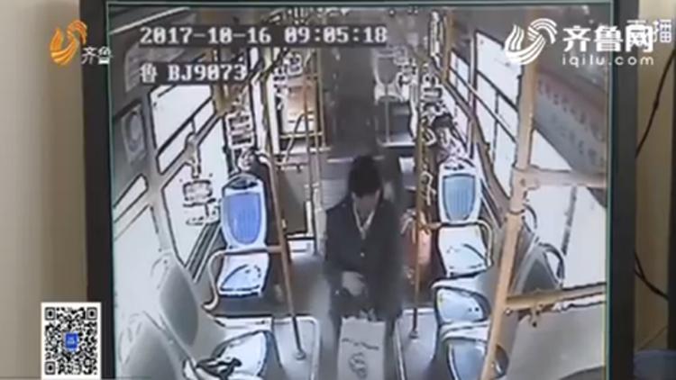 100秒丨急哭…青岛卖海鲜女子将五千多元钱落在公交车上