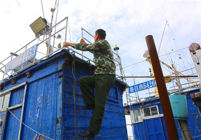 潍坊59岁护边员坚守海岸线34年 每天巡逻三四次