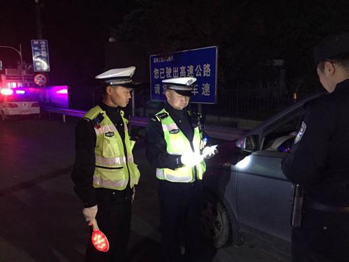 淄博高速交警开展夜间集中整治 查处71起交通违法行为