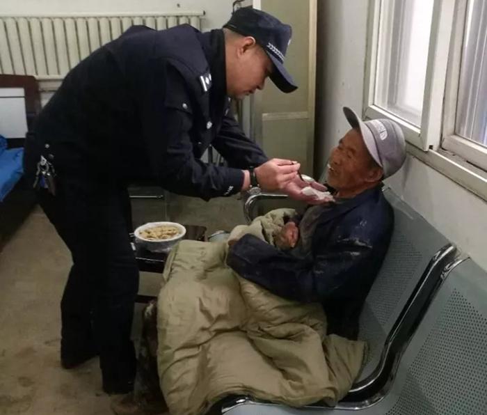 七旬老人走失5日精神恍惚 东阿民警3小时帮其找到家人