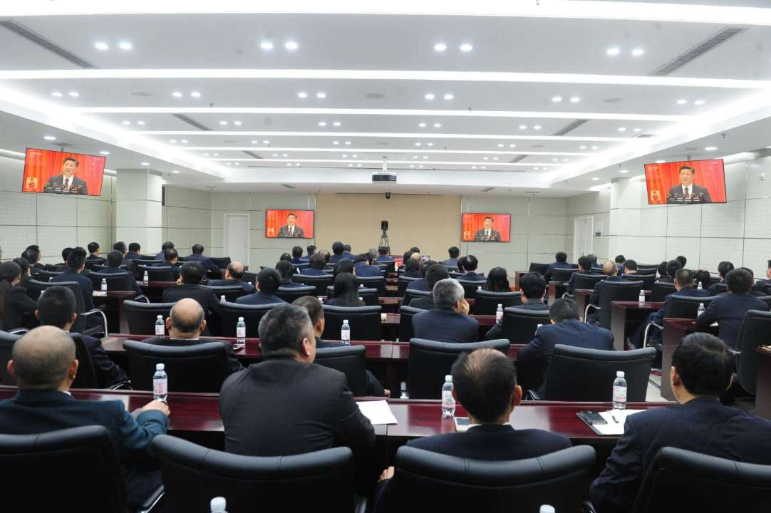东营供电系统员工认真观看十九大开幕会直播盛况