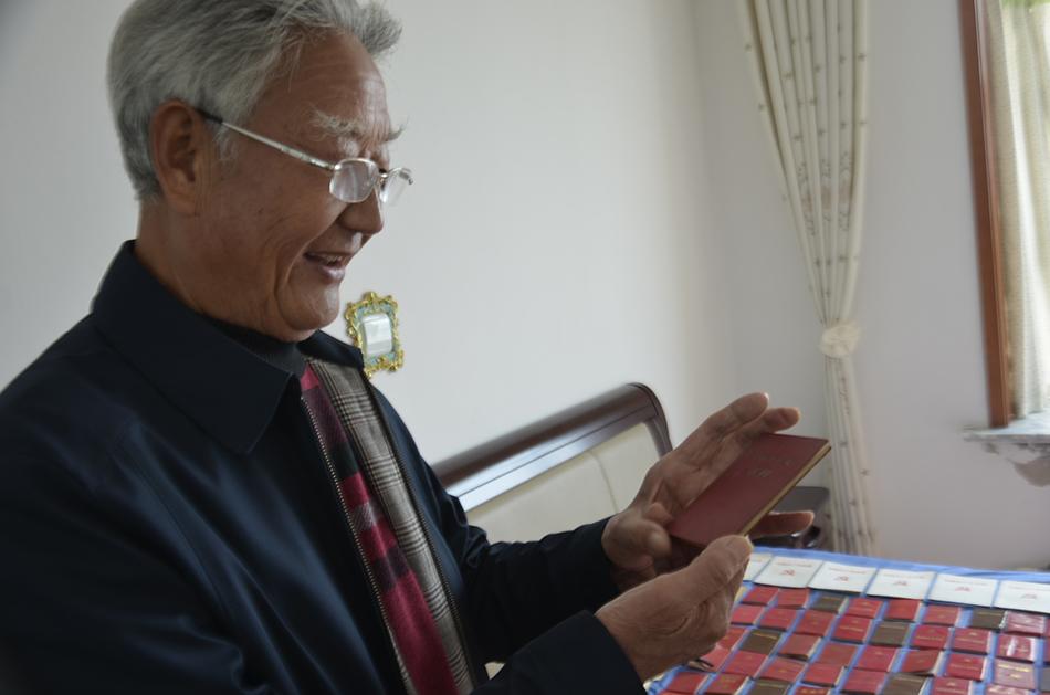 临沂七旬老人痴迷报纸收藏 51年来收藏报纸3万余份