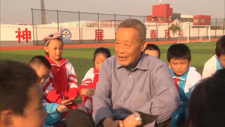 92秒丨一辆自行车骑46年,淄博老教师60年捐款上百万资助贫困学生