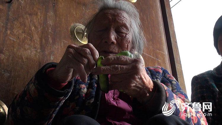 平邑105岁老人仍醒目家务活 她的长命法门是……