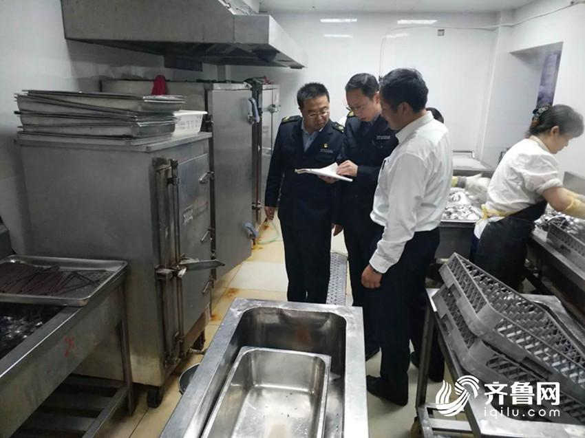 青岛市崂山区食品药品监管局在全域内开展食品安全综合保障监督检查行