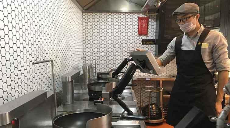 """智能厨师驾到济南""""机器人""""炒菜啥味道?"""