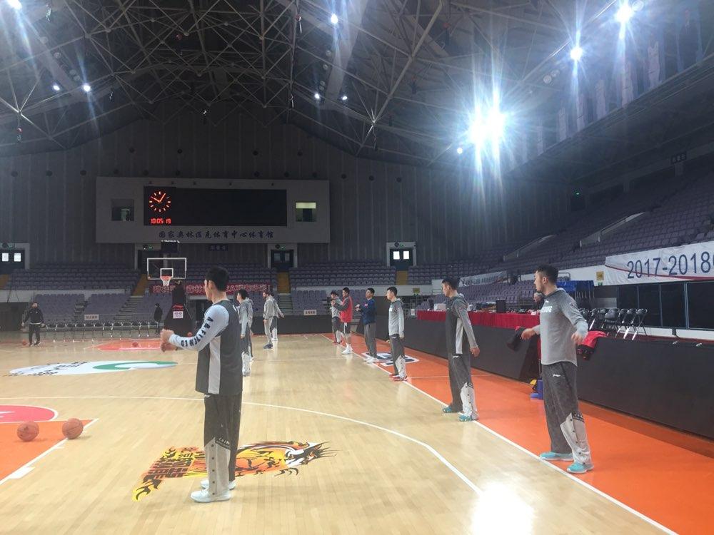 直击山东男篮首个客场踩场训练 国家队小将缺席