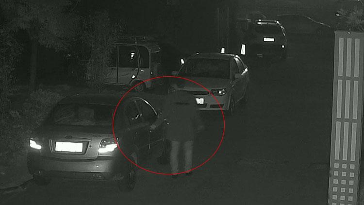 """男子拉车门盗窃一万三千元 被抓后称""""从没见过这么多钱"""""""