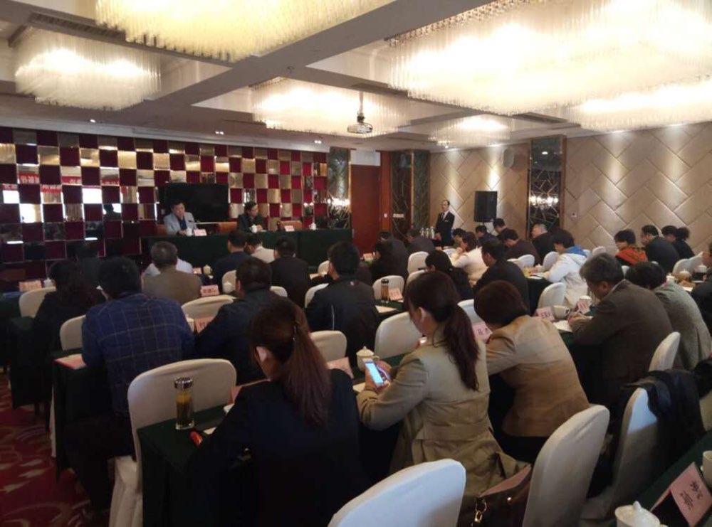 济南市旅发委领导为首批济南市旅游饭店评定员颁发证书