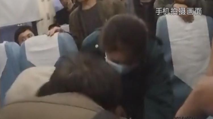 正能量!乘客突发疾病 列车临时停靠滕州站救命