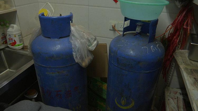 65秒|中国好邻居!夫妻两次煤气中毒都被她救起 还给垫医药费