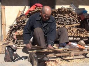 49秒丨时光打磨出老手艺 济宁86岁老人一双巧手精制擀面杖