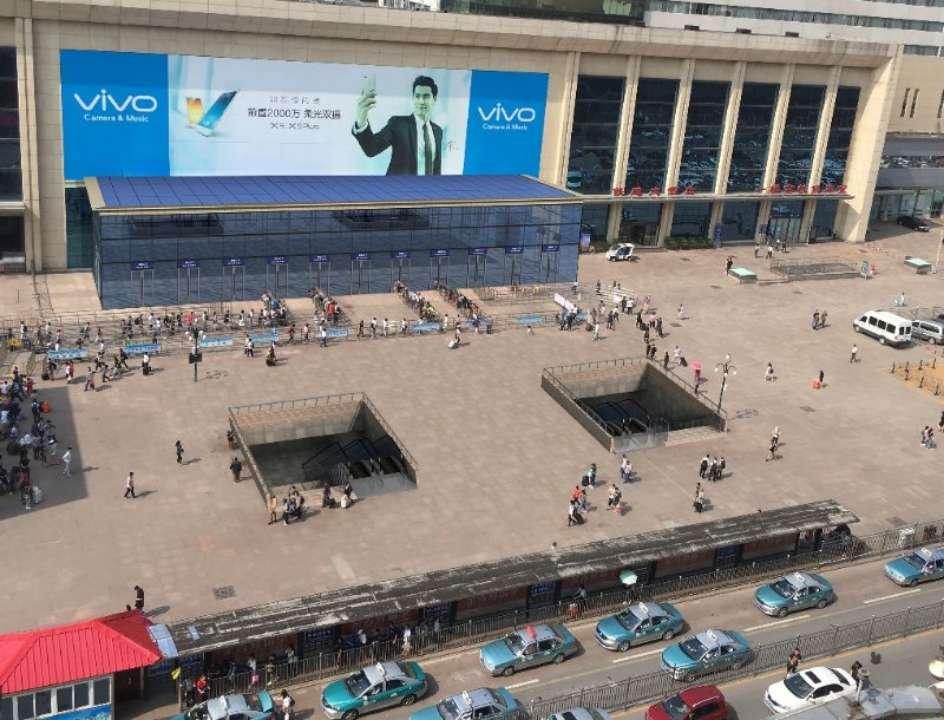 济南火车站进出站口改造施工 进站口增至16个