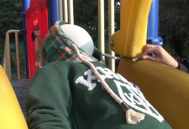 涨知识丨连帽衫背带裤…宝贝儿的洋气衣服可能潜藏着危险
