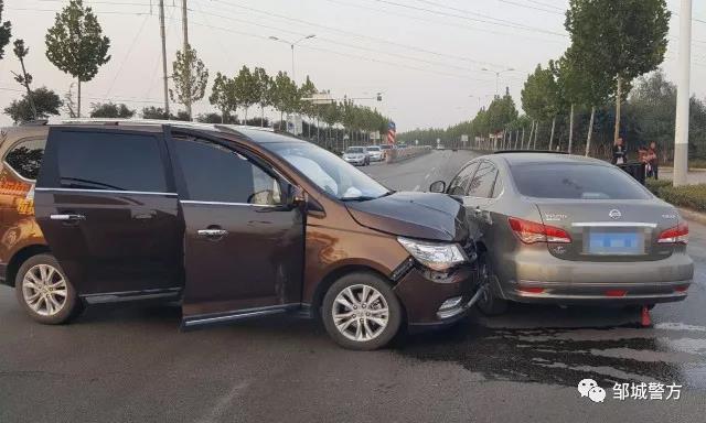 邹城一司机开车分心接电话 两车相撞负全责