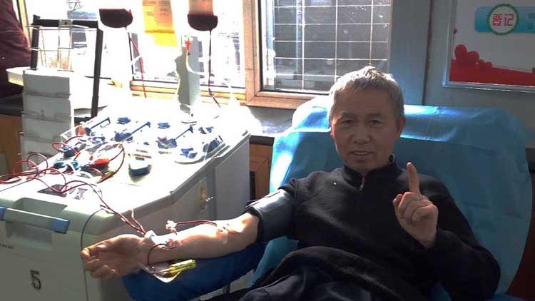 """济南""""晕针""""老人20年献血131次:还想继续献下去"""