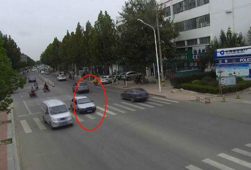 日照:报废车撞死老汉后逃逸 再上路被交警堵截